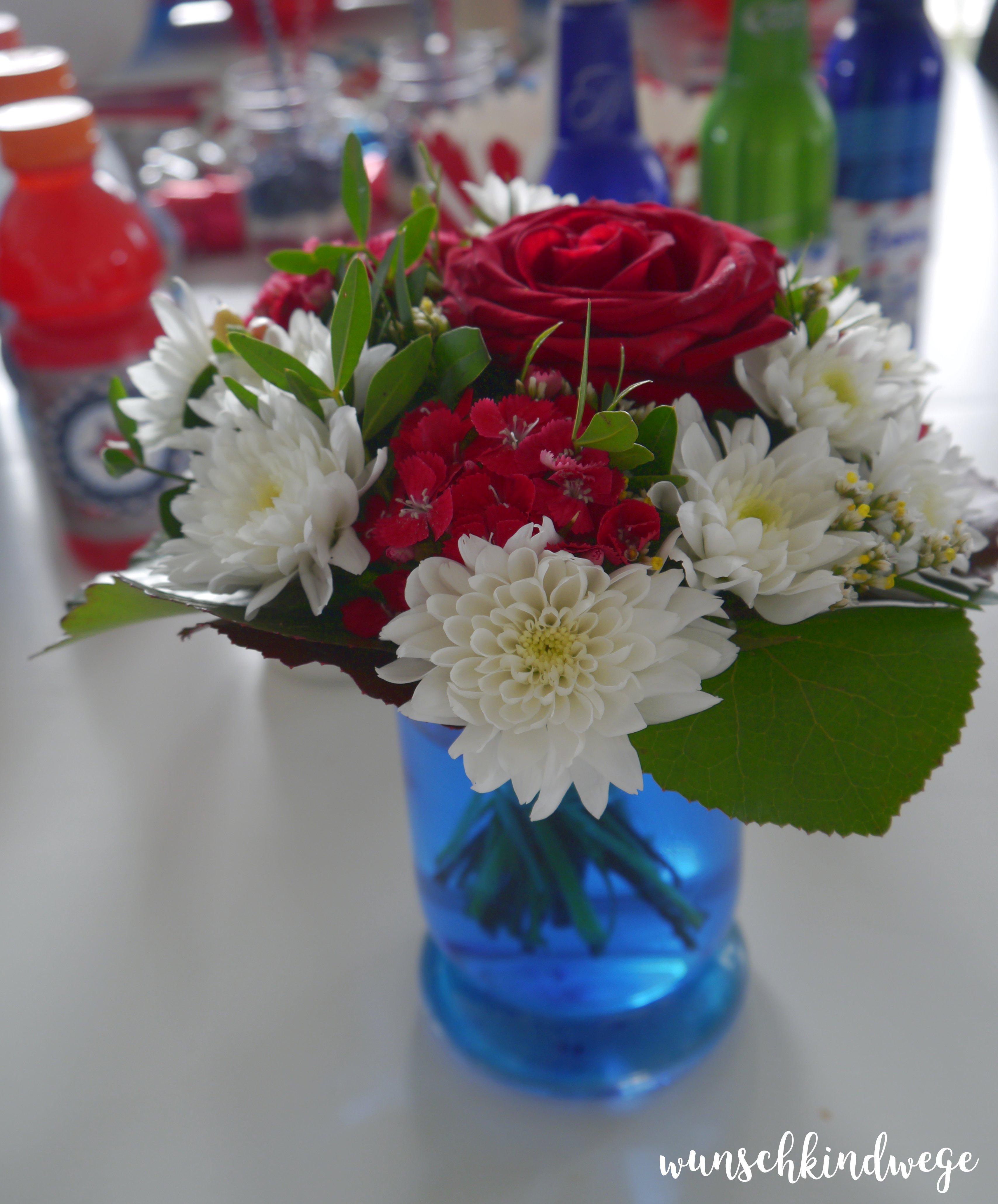 Blumenstrauss in rot weiss blau für USA Mottoparty