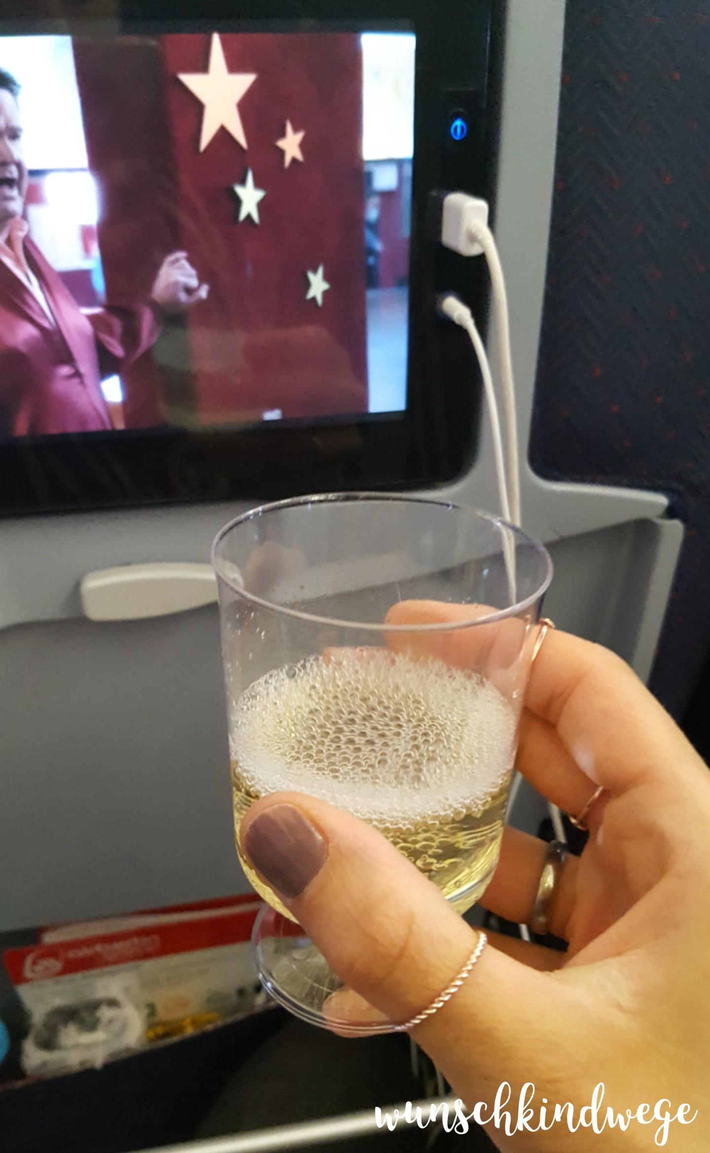 Florida mit Kindern: Sekt im Flugzeug