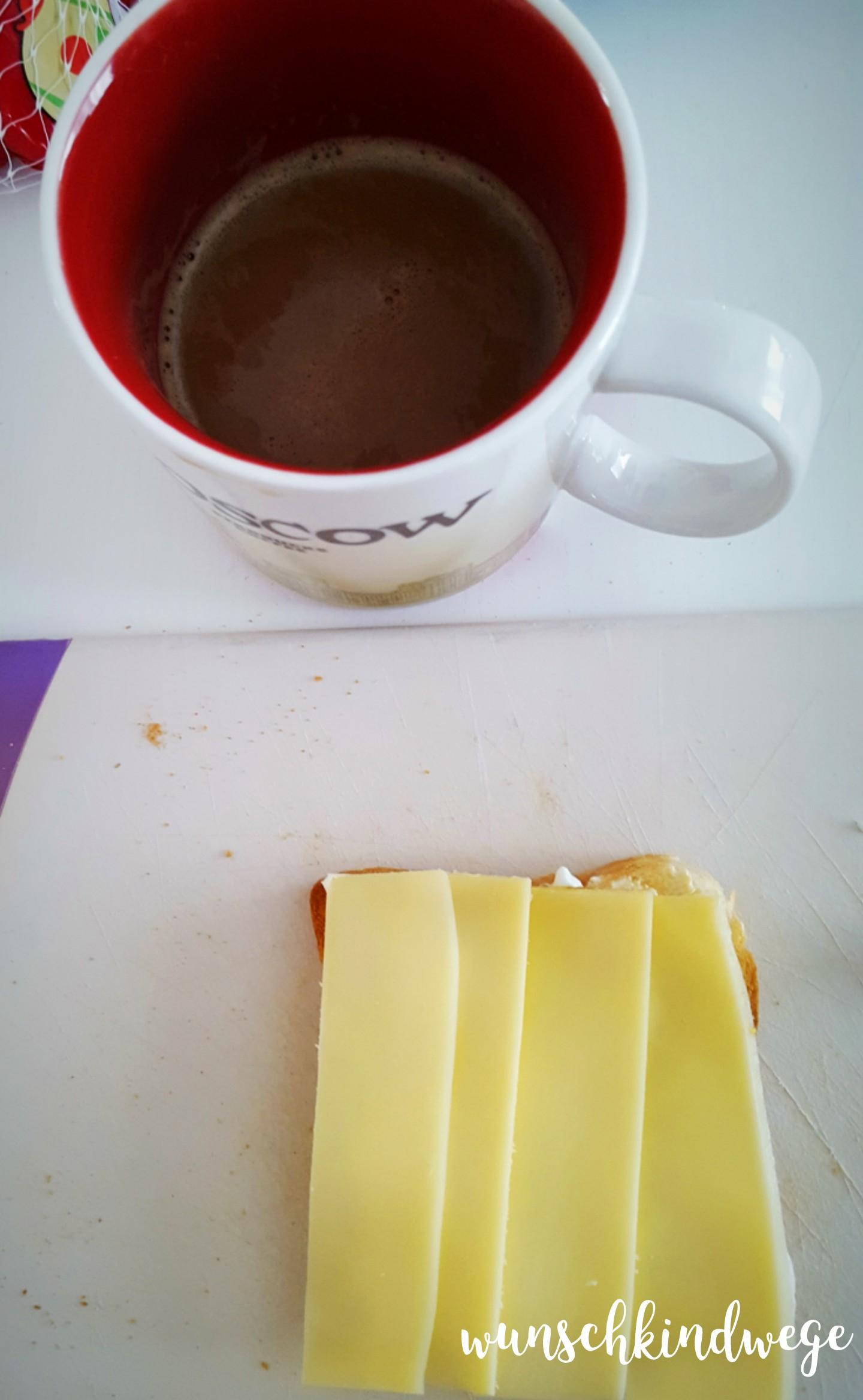 Kaffee und Käsetoast