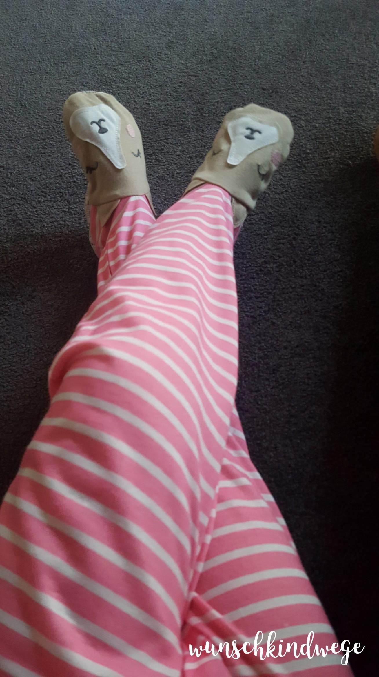 12 von 12 Juli 2017: Schlafanzug mit Füßen