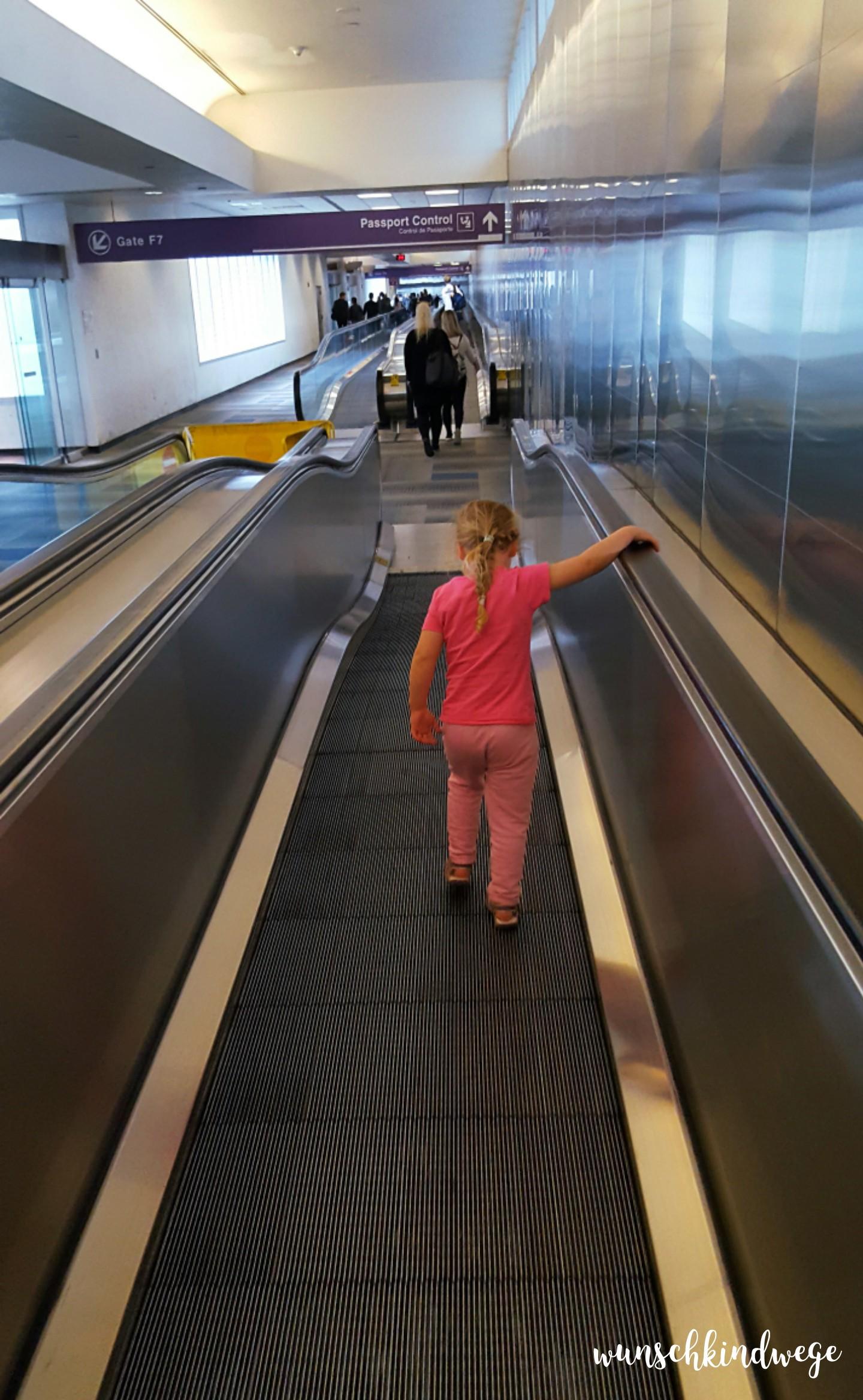 Florida mit Kindern: Laufband zur Immigration Miami