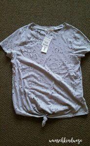 Florida mit Kindern Reisetagebuch: graues Shirt mit Löchern
