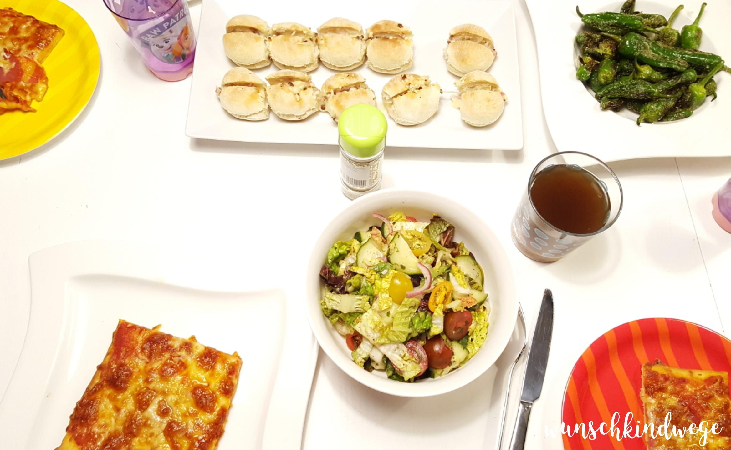 Silvesterwochenende Abendessen Pizza Pimientos Salat