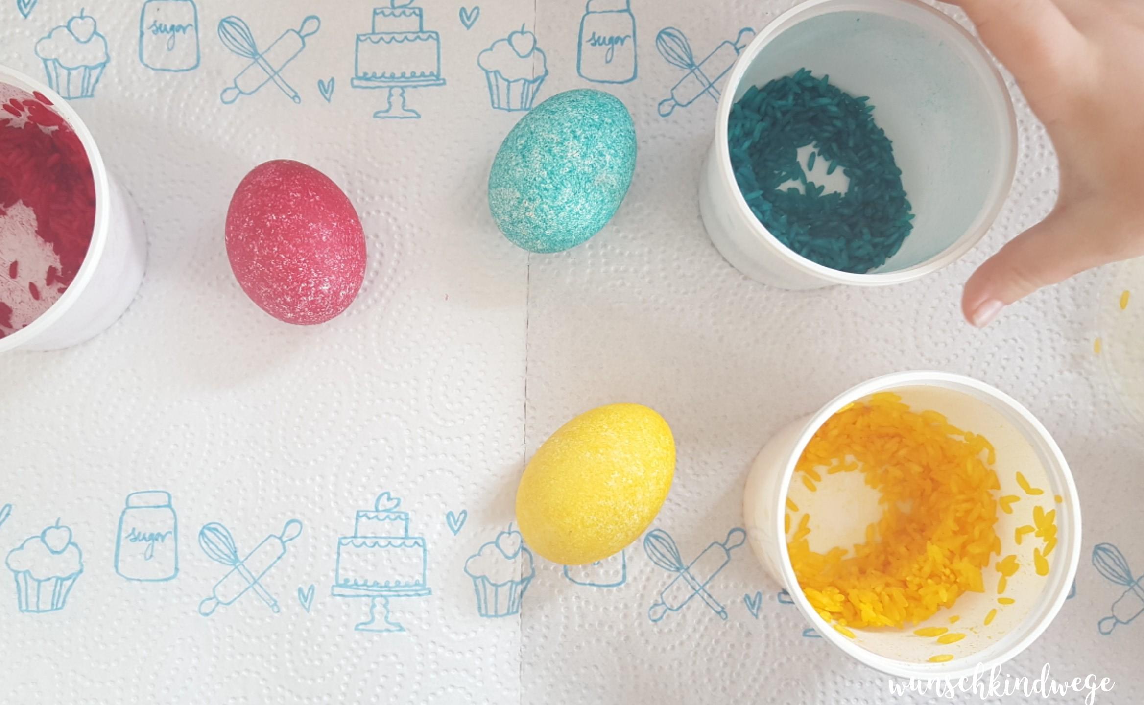 Osterwochenende in Bildern: Eierfärben mit Reis
