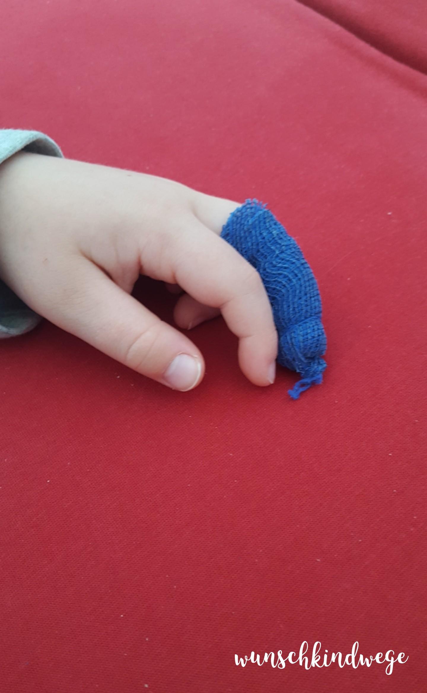 8 von 12 - verletzter Finger