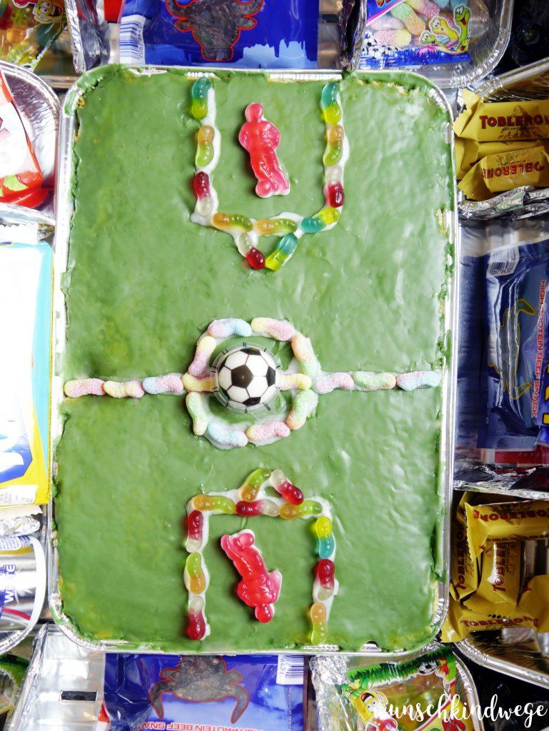 DIY Fussballstadion befüllt_02