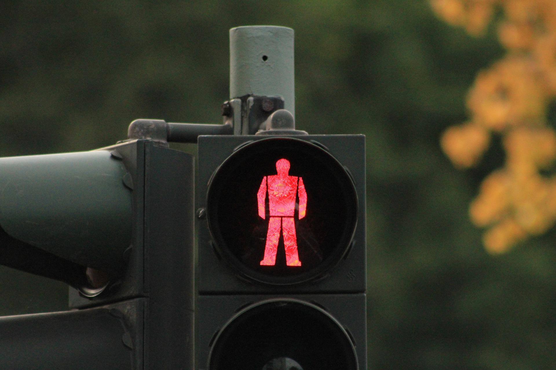Kinder im Auto rote Ampel