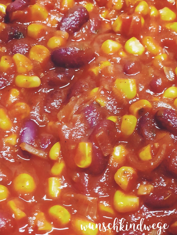 vegetarisches Chili mit Tomatenreis