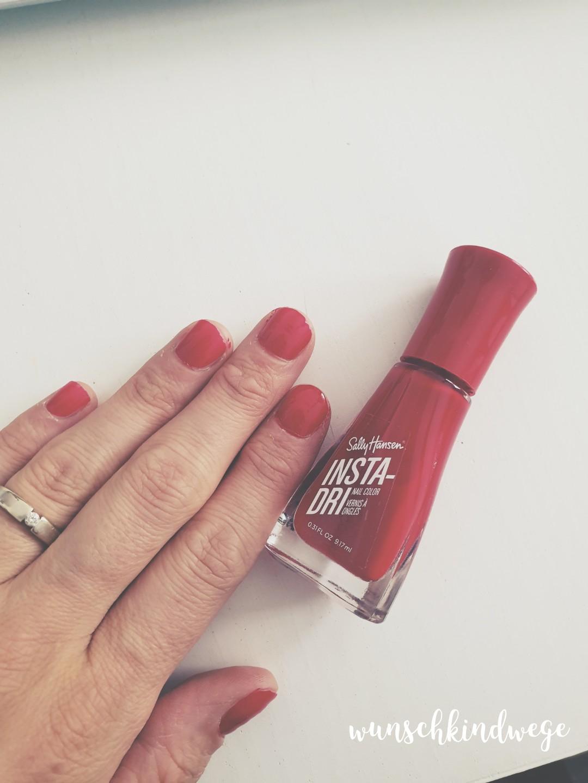 Fingernägel lackieren rot