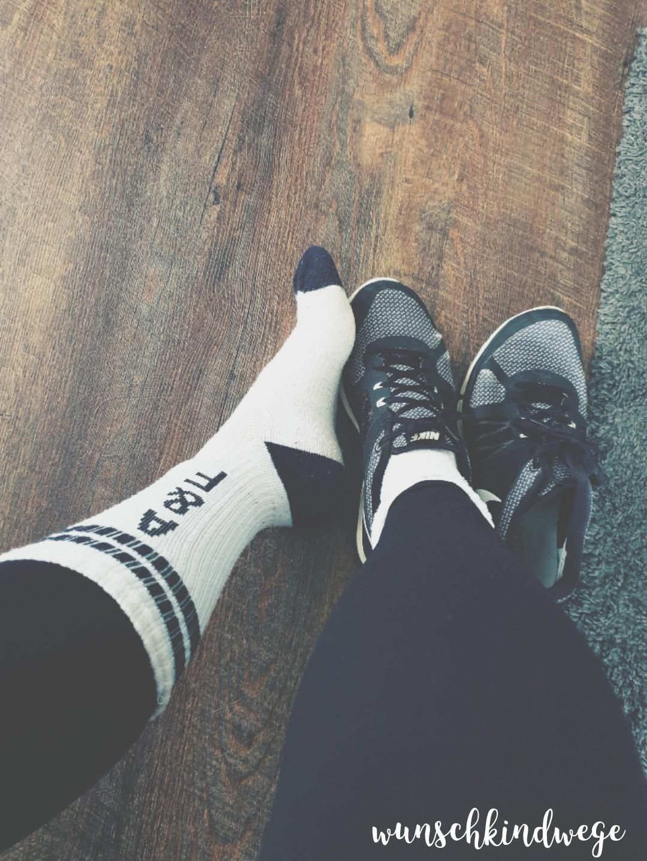 hochgezogene Socken