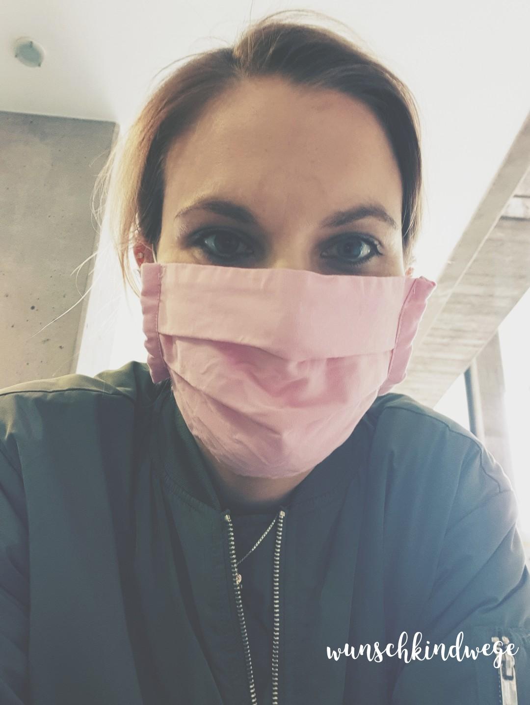 12 von 12 - Rathaus mit Maske