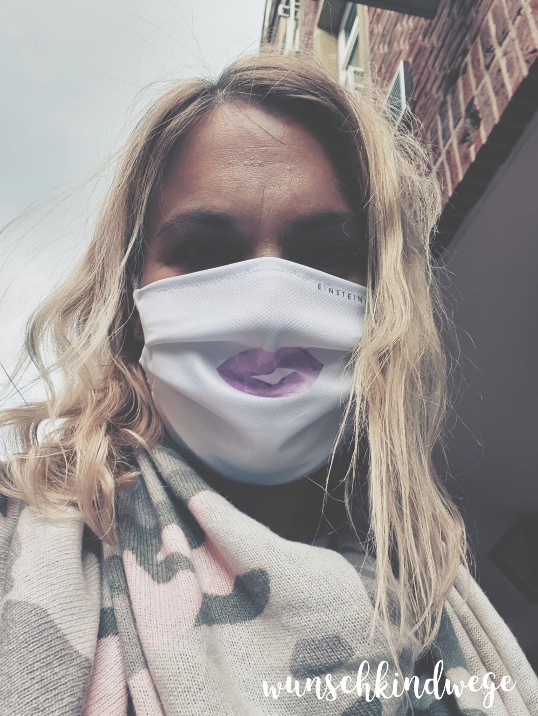 Shoppen mit Mundschutz Kussmund