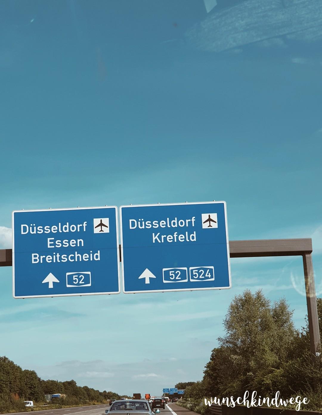 Flughafen Düsseldorf Autobahnschild